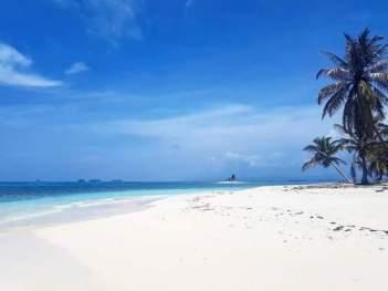 San Blas Adventure blue sailing boat Cartagena to Panama
